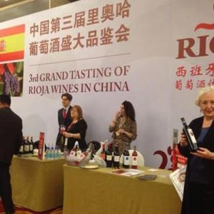 Victoria Cañas en el III Salón del Vino de Rioja en China