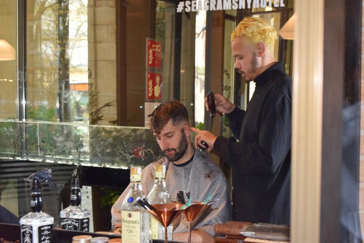 El peluquero de las estrellas de Hollywood Frank Chop en San Sebastian