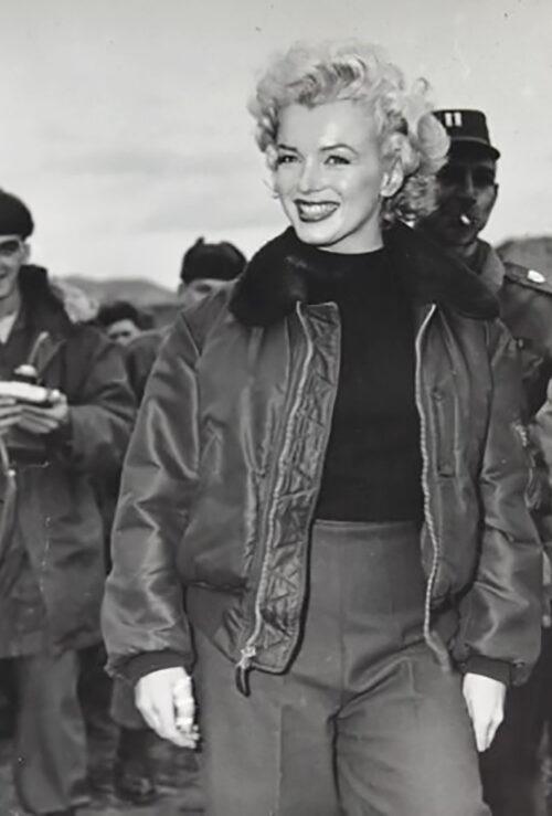 Marilyn Monroe con chamarra de Avirex