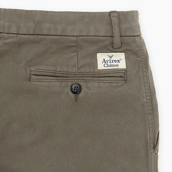 pantalones chinos de la firma de pilotos Avirex